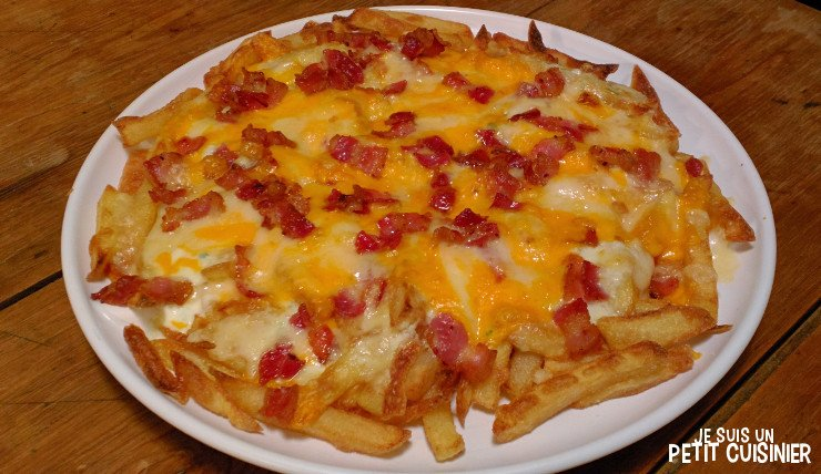 Recette de frites gratinées au fromage et bacon (bacon and cheese fries)