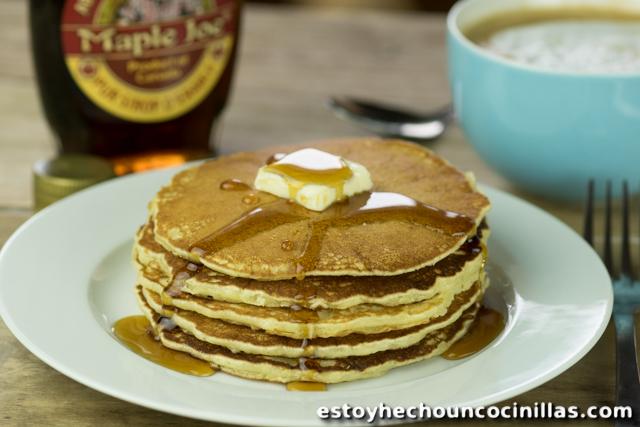 Pancakes au beurre et au sirop d'érable