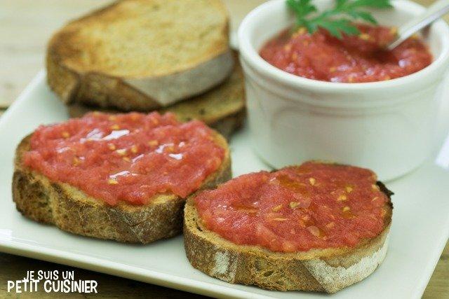 Tartines à la tomate (petit déjeuner espagnol)
