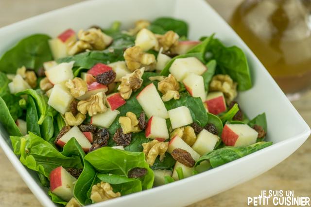 Salade d'épinards aux pommes, noix et raisins secs