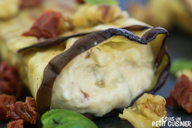 Rouleaux d'aubergine au fromage frais, tomates séchées et noix