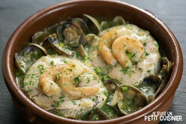 Merlu sauce verte aux palourdes et crevettes