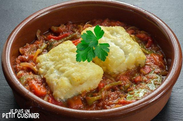 Morue à la sauce tomate et aux poivrons rôtis