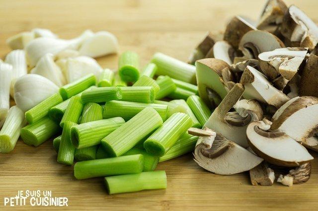 Œufs brouillés à l'ail tendre et champignons (coupe)