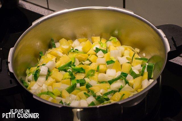 Soupe de fanes de radis (faire revenir les légumes)