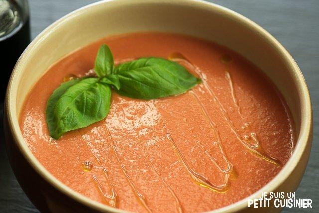 Gaspacho au poivron rouge et basilic
