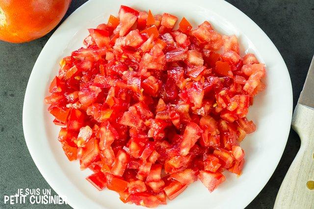 Tartare de tomate aux rillettes de thon (couper les tomates)