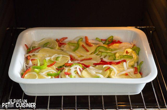 Maquereau au four sur lit de pommes de terre et poivrons (enfourner les pommes de terre)