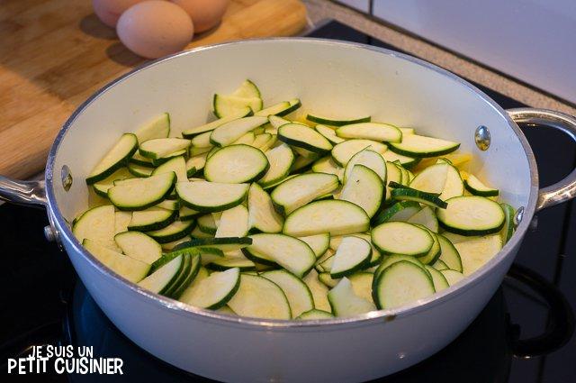 Poêlée de courgettes, oignons et pommes de terre aux œufs (courgettes)
