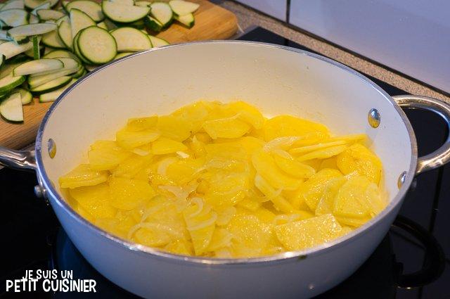 Poêlée de courgettes, oignons et pommes de terre aux œufs (cuisson des pommes de terre)