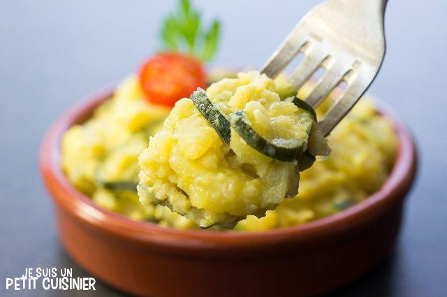 Poêlée de courgettes, oignons et pommes de terre aux œufs