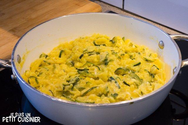 Poêlée de courgettes, oignons et pommes de terre aux œufs (poele)
