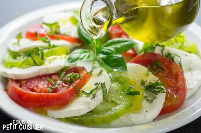 Salade caprese aux tomates cœur de bœuf et green zebra (huile)