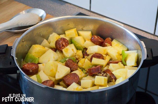 Ragoût de pommes de terre au chorizo (ajouter les pommes de terre)
