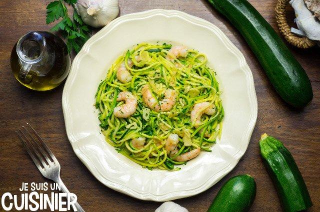 Recette de spaghetti de courgettes aux crevettes - Comment cuisiner une courgette spaghetti ...