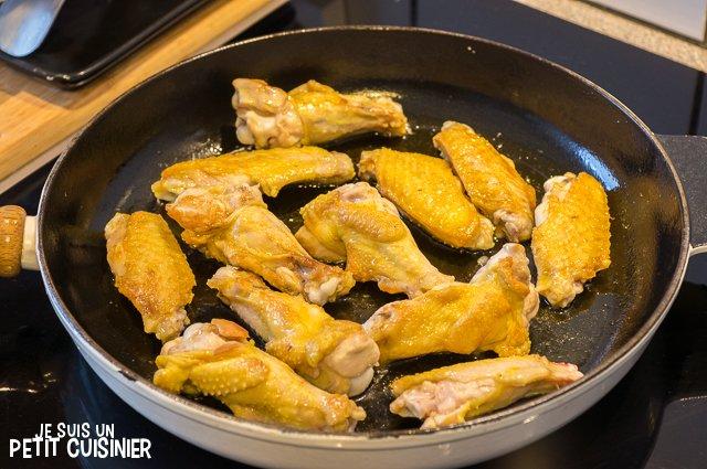 Ailes de poulet à la sauce tomate (dorer le poulet)