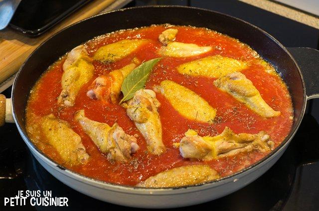 Ailes de poulet à la sauce tomate (reincorporer le poulet)