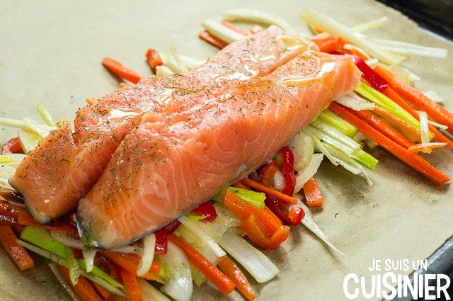 Saumon en papillote aux légumes (placer le saumon)