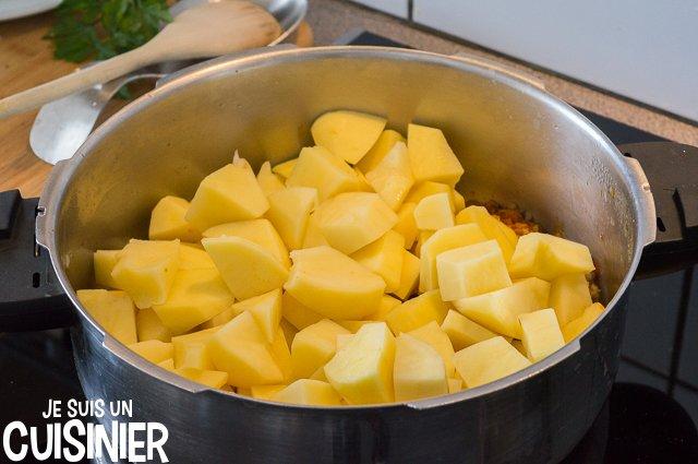 Ragoût de pommes de terre à la morue (incorporer les pommes de terre)