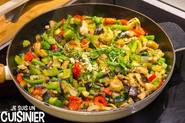 Poêlée de légumes aux champignons et lardons (ail, romarin et thym)