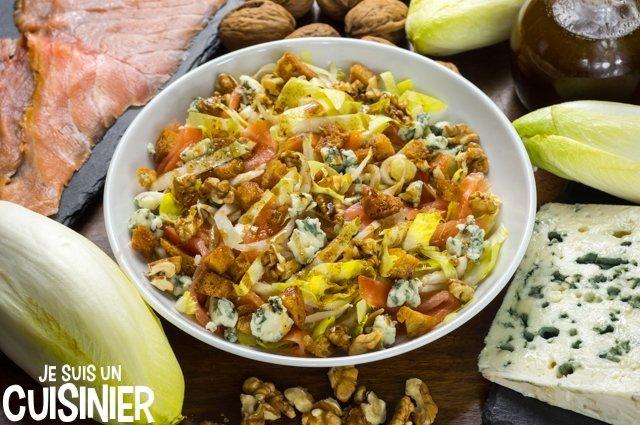 Salade d'endives au saumon, roquefort et noix