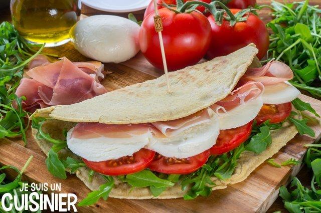 Idée garniture piadina (jambon, mozza, tomate et roquette)