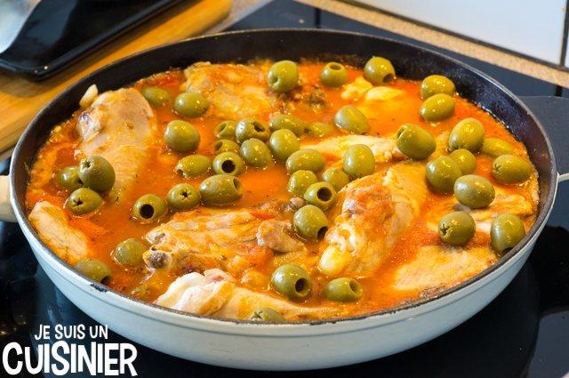 Poulet aux olives et sauce tomate (ajouter les olives)