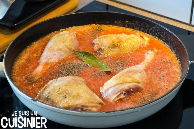 Poulet aux olives et sauce tomate (laurier)