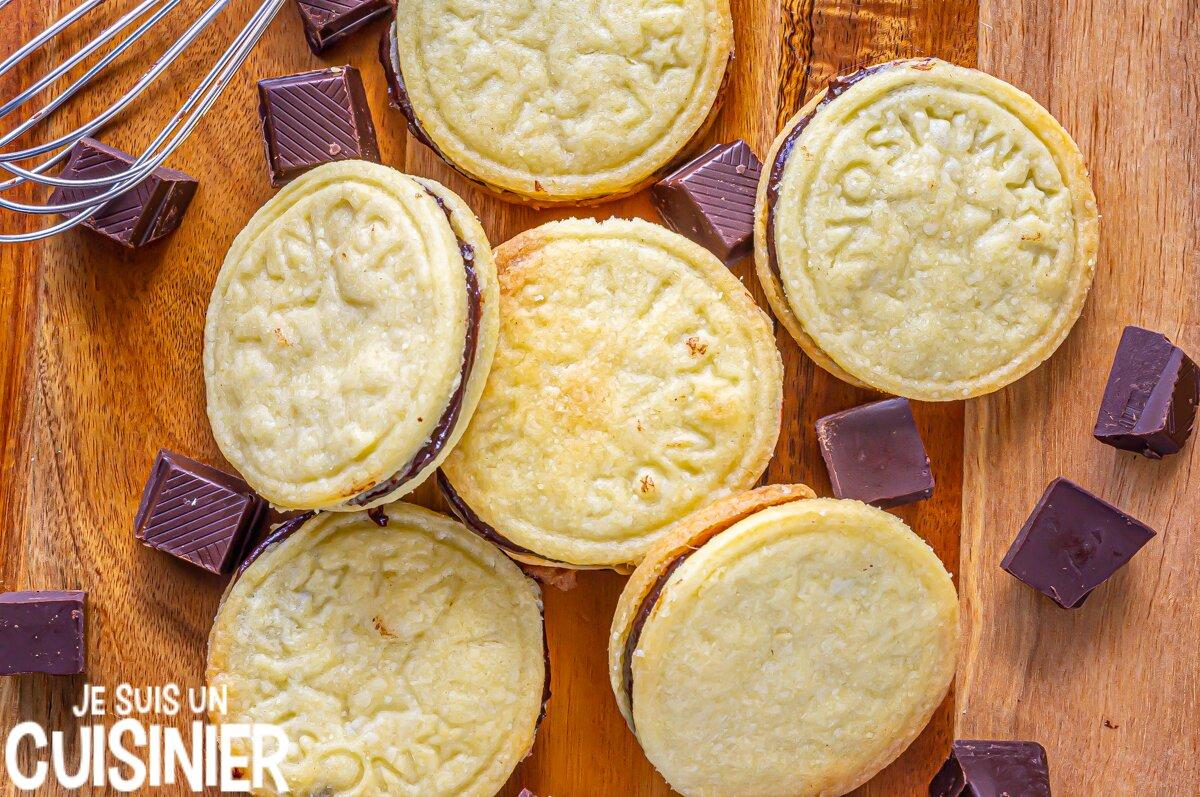 Biscuits sablés fourres à la ganache au chocolat