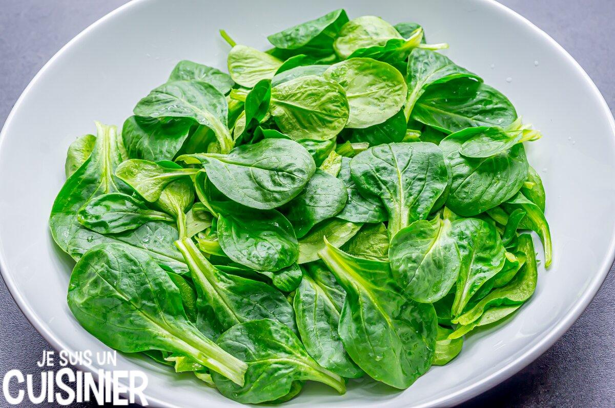 Comment faire une salade de mâche aux noix et fromage frais