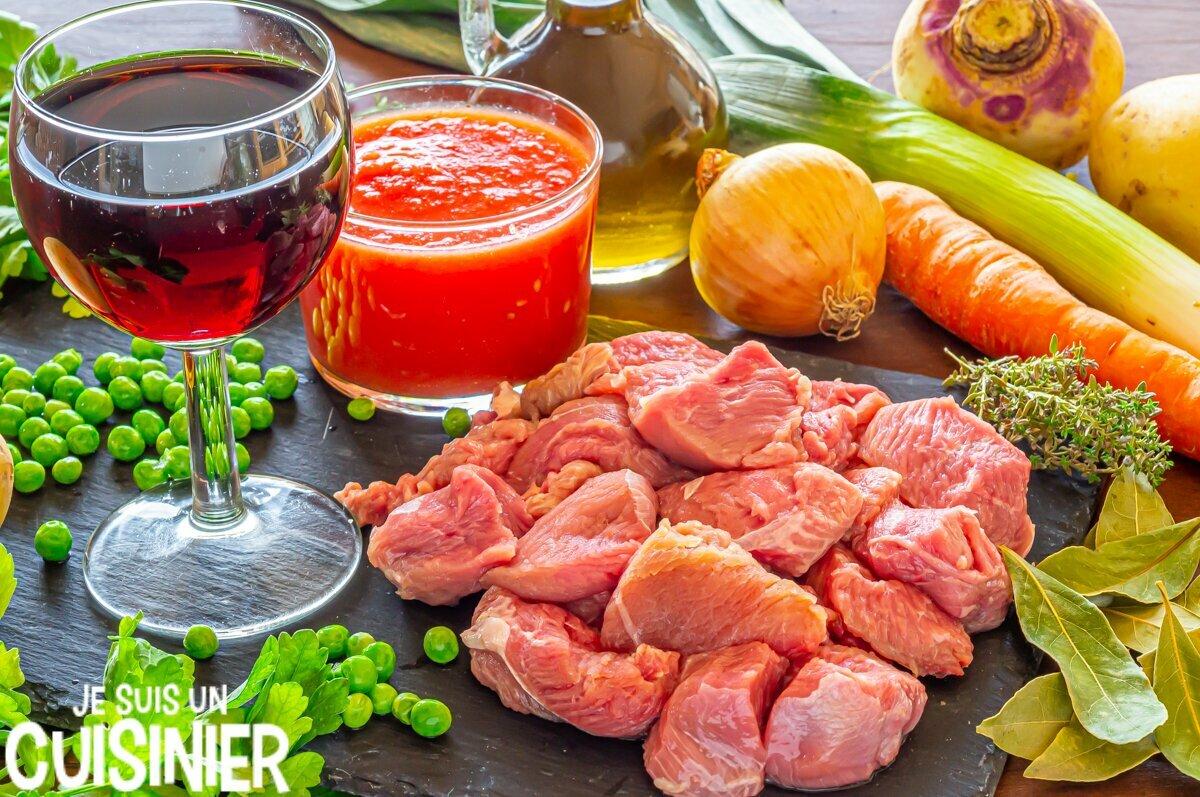 Ingrédients pour ragoût de dinde aux pommes de terre et légumes
