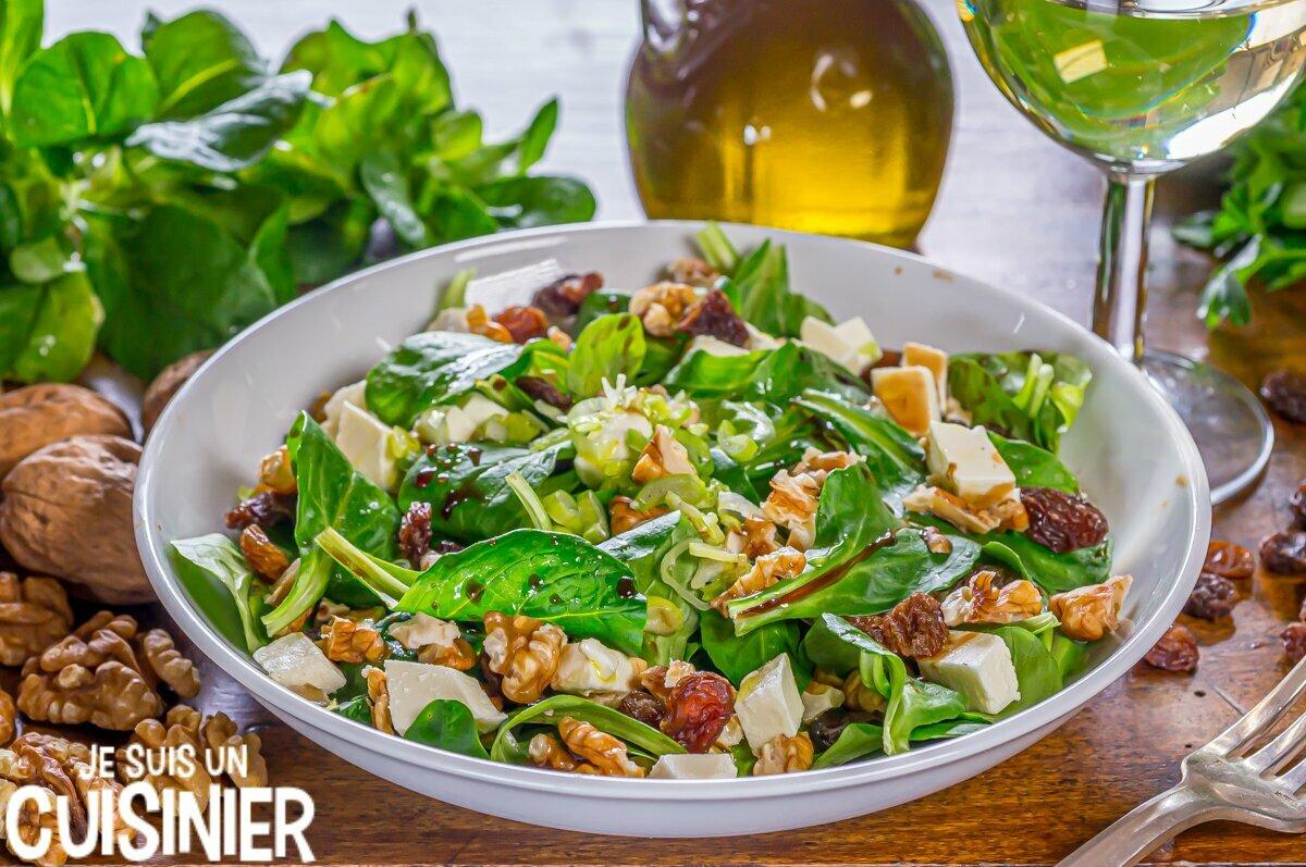 Salade de mâche aux noix et fromage frais