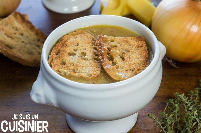 Soupe à l'oignon gratinée (tranches de pain)