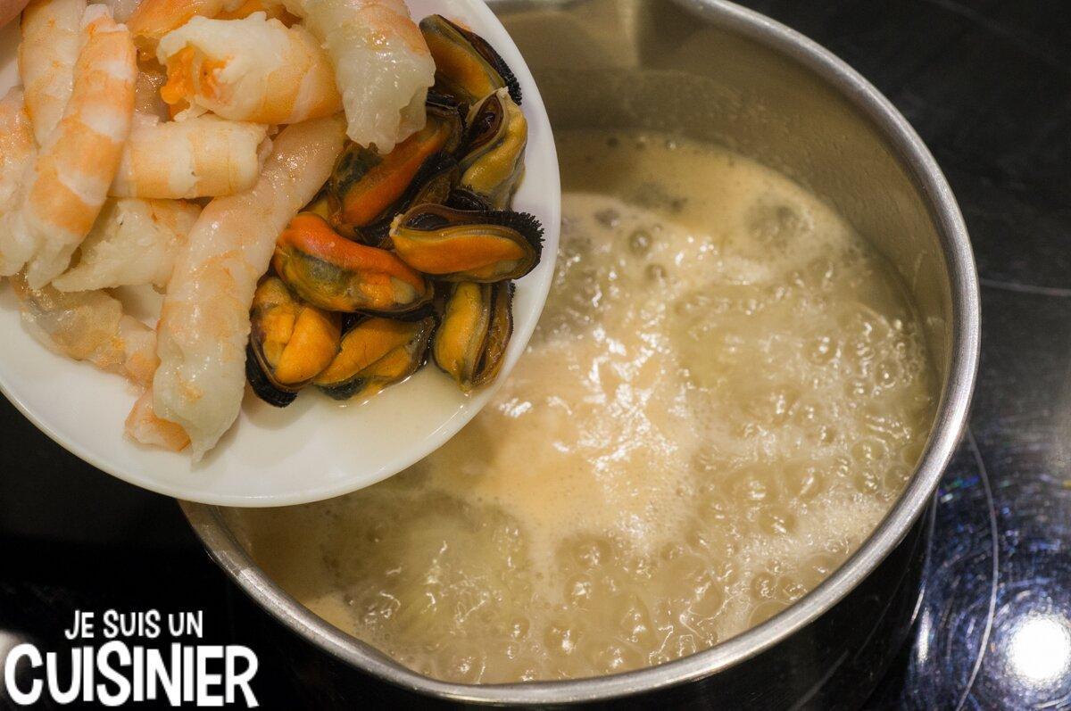 Soupe au poisson et fruits de mer (moules et crevettes)
