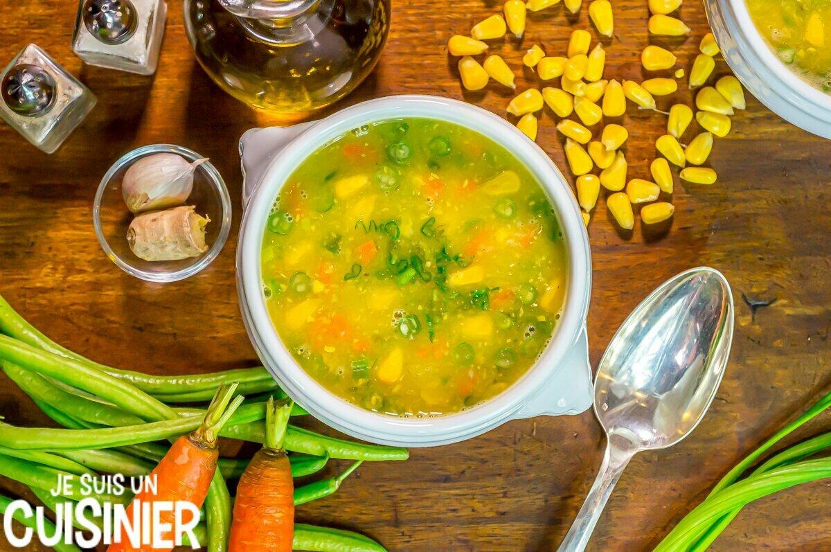 Recette de soupe chinoise au maïs et aux légumes