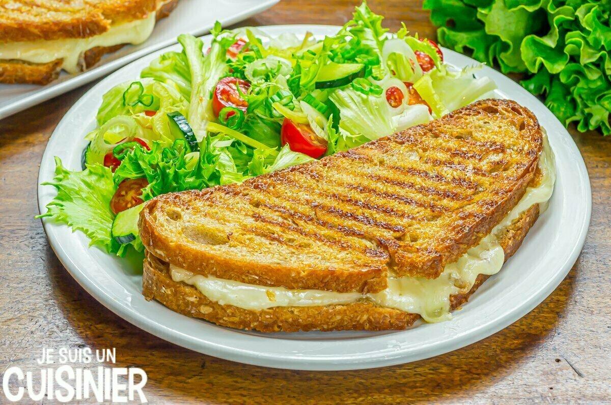 Sandwich au fromage fondu (grilled cheese)