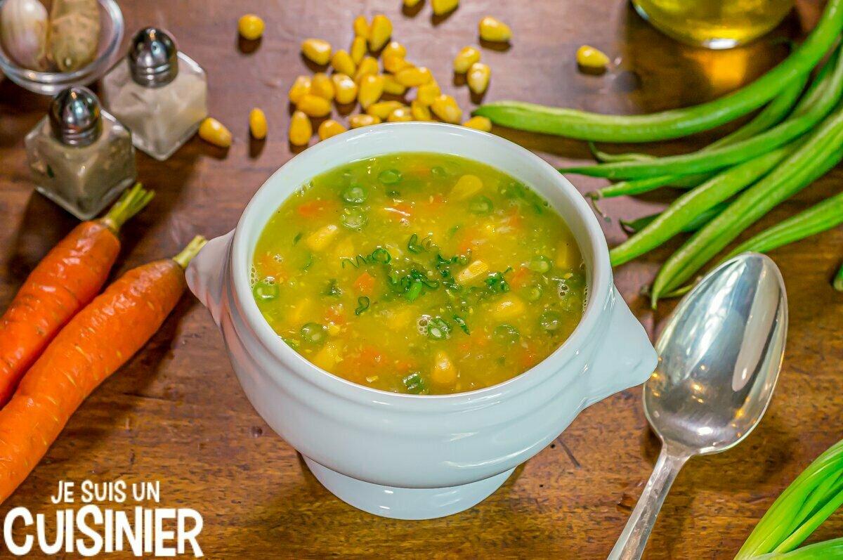 Soupe chinoise au maïs et aux légumes