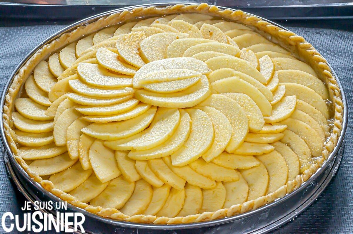 Tarte aux pommes facile avec compote et garniture