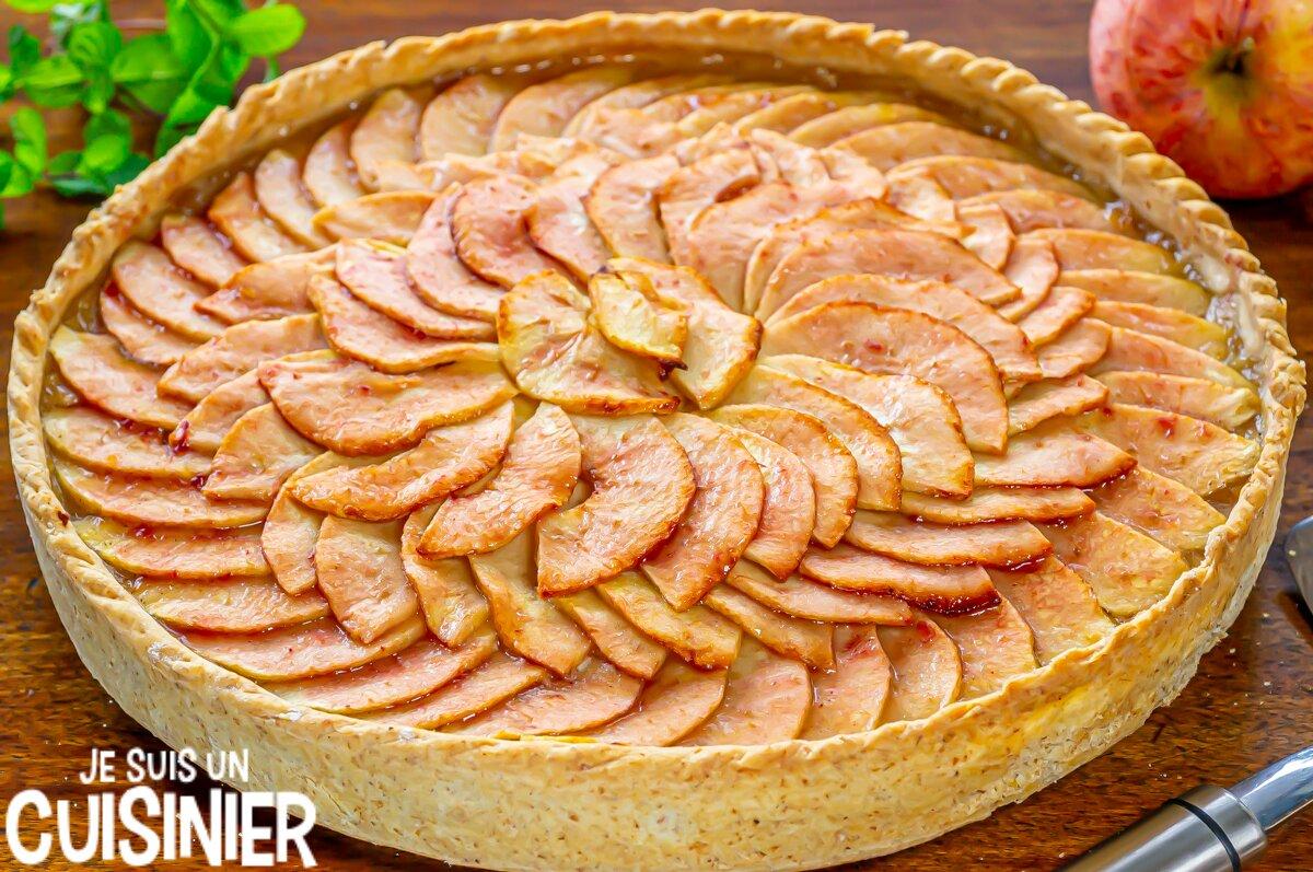 Tarte aux pommes facile avec compote et pâte brisée