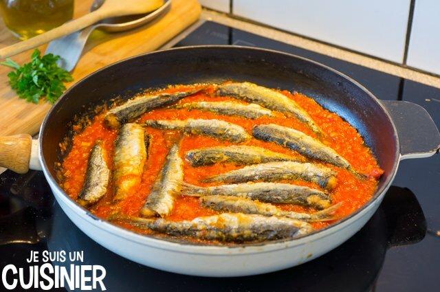 Cuisson des sardines à la tomate