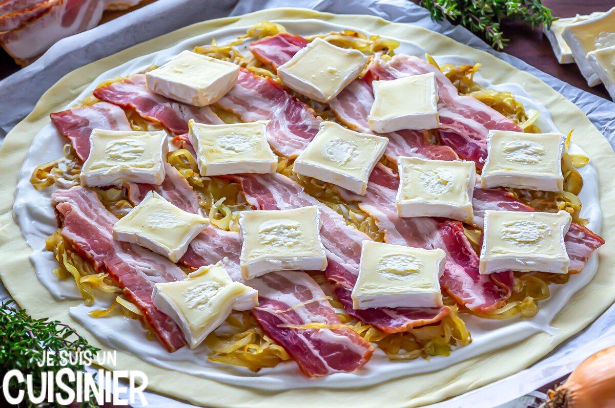 Comment faire tarte fine feuilletée au fromage, oignon et poitrine