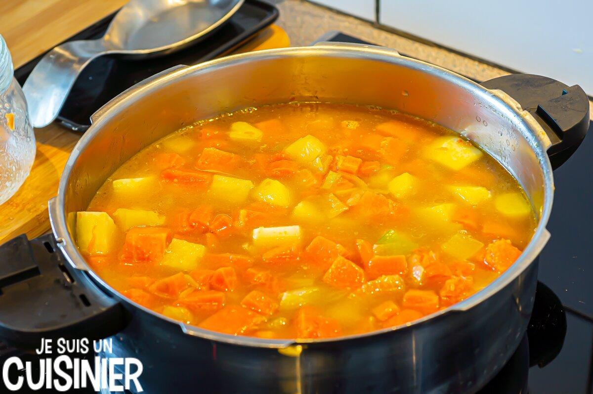 Soupe de courge et carottes (cuisson)