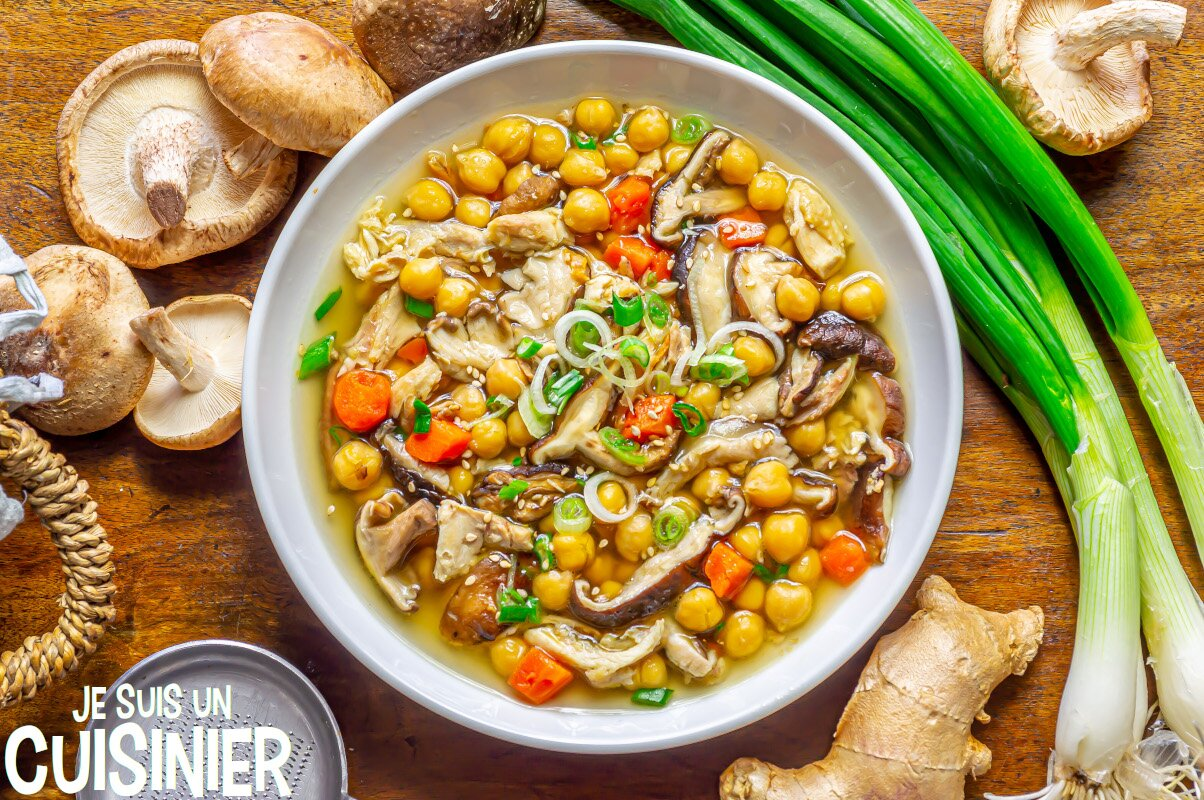 Soupe de pois chiches au poulet et champignons