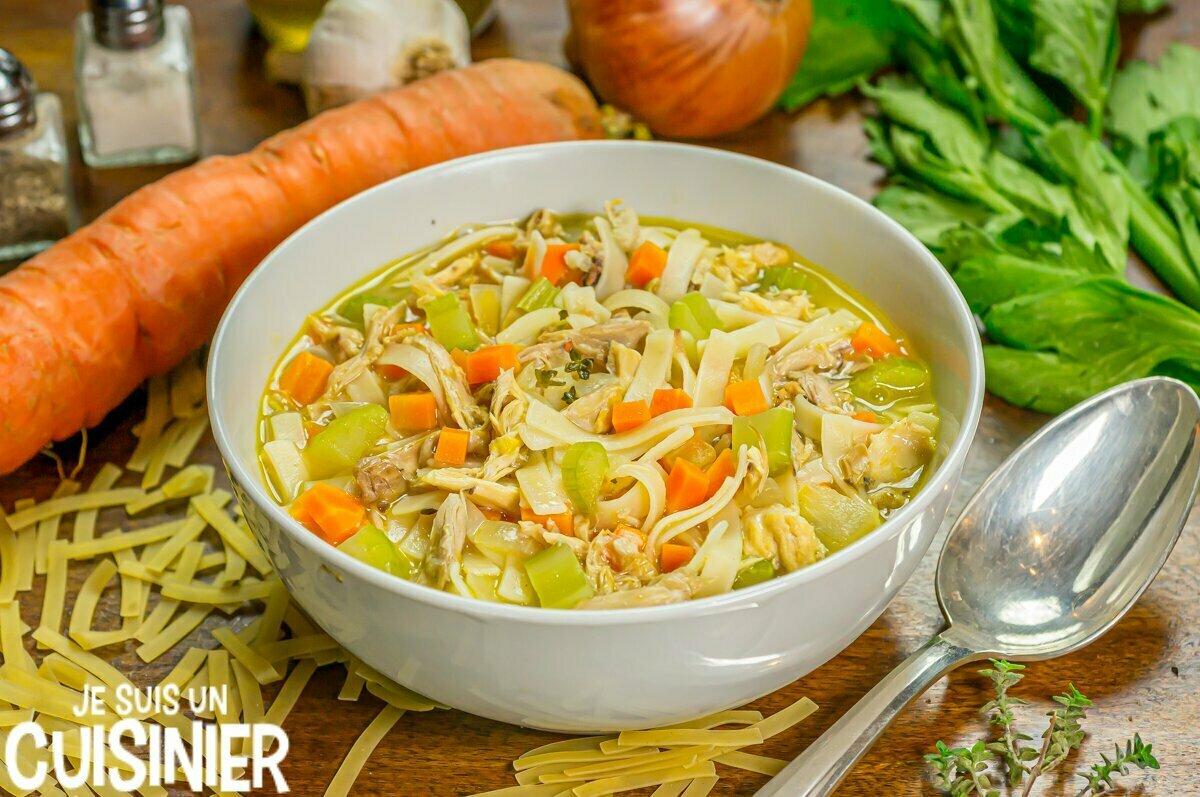 Chicken noodle soup (soupe de poulet aux légumes et nouilles)