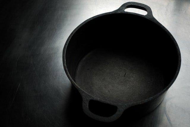 Cocotte en fonte pour la cuisson du pain