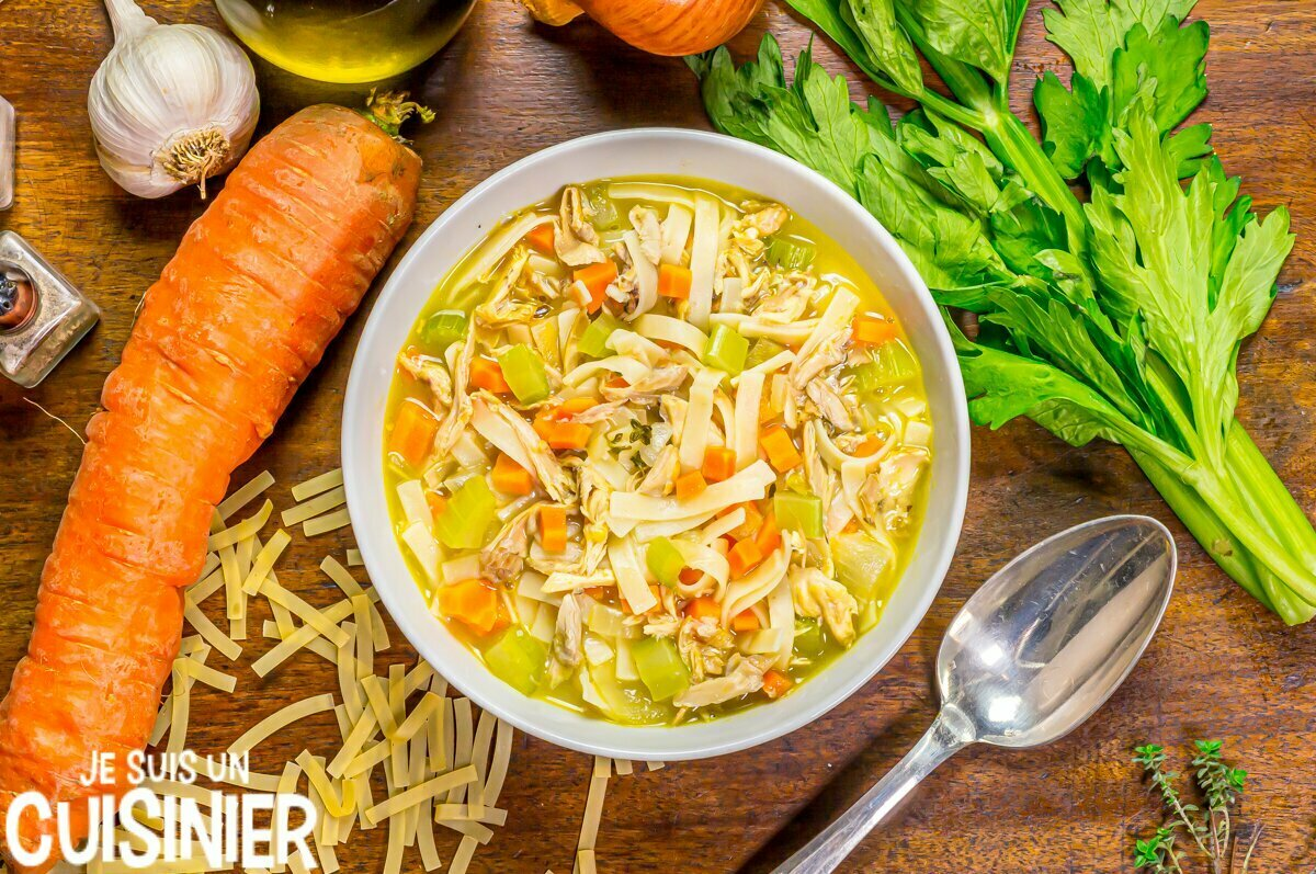 Recette chicken noodle soup (soupe de poulet aux légumes et nouilles)